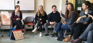 Hebammen-Unterricht im Gymnasium