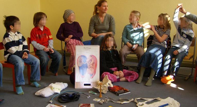 Hebammen-Unterricht an Schulen für eine positive Geburtskultur