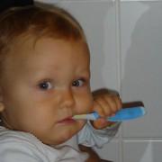 Baby-Zähne richtig putzen