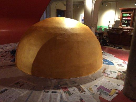 Goldkugel im Mach mit Museum