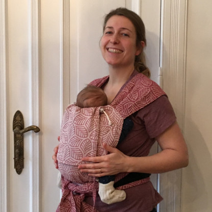 Limas Babytrage-Test: Clarissa ist happy