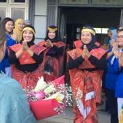 Begrüßungstanz an der Uni in Medan