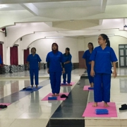 Yogakurs an der Uni in Medan