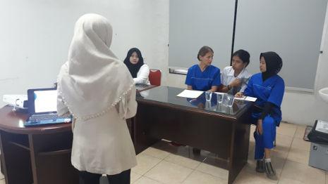 Kleine Schulung im Krankenhaus von Medan