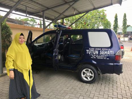 Transportfahrzeug eines Geburtshauses in Indonesien